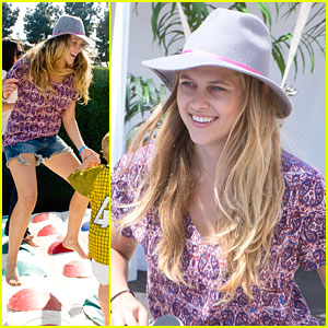 Teresa Palmer: Just Jared's Summer Kickoff Party 2013