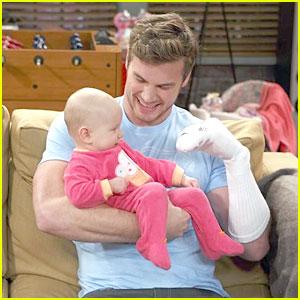 Derek Theler: Playtime on 'Baby Daddy'