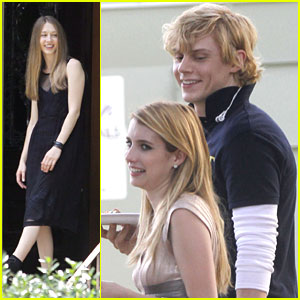 Emma Roberts Taissa Farmiga American Horror Story Coven Lunch Break With Evan Peters Emma Roberts Evan Peters Grey Damon Taissa Farmiga Just Jared Jr