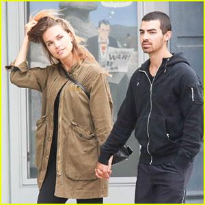 Joe Jonas & Blanda Eggenschwiler: Hand-Holding NYC Stroll
