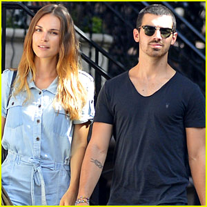 Joe Jonas & Blanda Eggenschwiler: West Village Walk