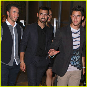 Jonas Brothers: Fan Friendly After 'Watch What Happens Live' Taping