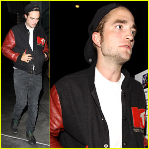 Robert Pattinson Hits Up the Beyonce Concert!