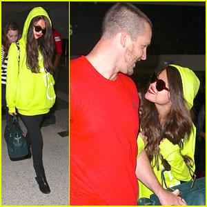 Selena Gomez: Neon Yellow Hoodie!
