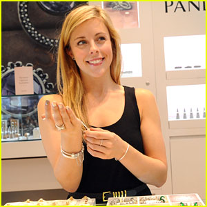 Ashley Wagner: Pandora Store Meet & Greet