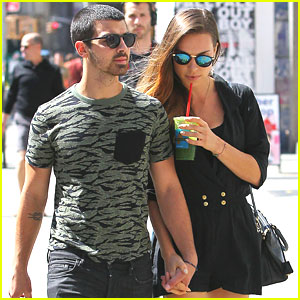 Joe Jonas & Blanda Eggenschwiler: Sunday Stroll