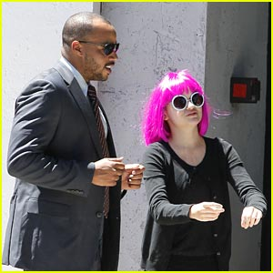 Joey King: 'Wish I Was Here' Set with Donald Faison & Zach Braff!