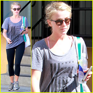 Julianne Hough: Mid-Week Workout