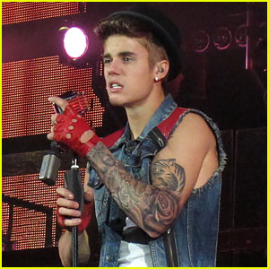 Justin Bieber Shows Off New Tattoo Sleeve in Concert