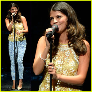Nikki Yanofsky: Universal City Performance Pics!