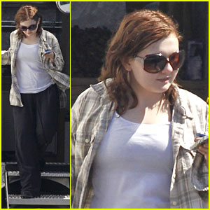 Abigail Breslin: Spotted on 'Maggie' Set