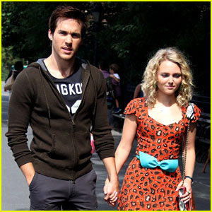 AnnaSophia Robb & Chris Wood: Holding Hands for 'Carrie Diaries'