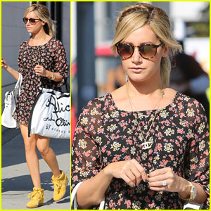 Ashley Tisdale: Alice + Olivia Stop with Mom!