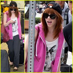 Carly Rae Jepsen: Burbank Airport Arrival!