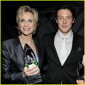 Jane Lynch Honors Cory Monteith at the Emmy Awards (Video)