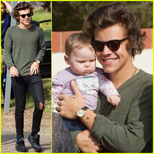 Harry Styles Holds Adorable Baby Fan in Australia