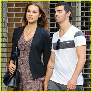 Joe Jonas & Blanda Eggenschwiler: Hand-in-Hand in NYC