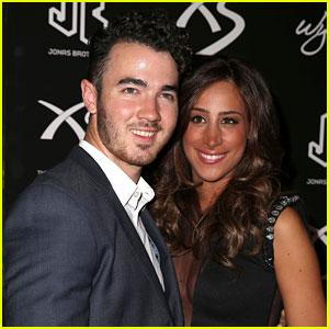 Kevin & Danielle Jonas Celebrate Nick Jonas' Birthday in Vegas