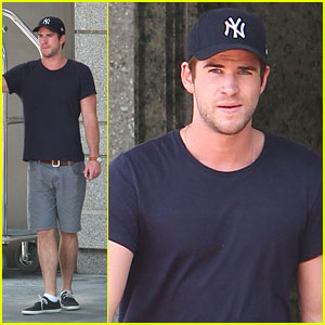 Liam Hemsworth Hangs at Hotel in Atlanta