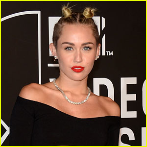 Miley Cyrus to Host 'Saturday Night Live' on Oct. 5!