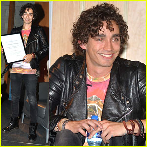 Robert Sheehan Honored at University College Dublin