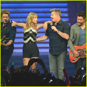 Taylor Swift & Rascal Flatts: 'What Hurts The Most' on RED Tour in Nashville!