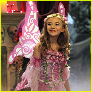 G Hannelius: It's 'Howloween' on 'Dog With A Blog' (Exclusive Pics)!