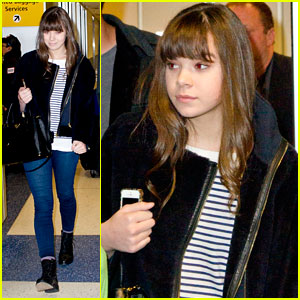 Hailee Steinfeld: NYC Arrival with Brother Giffin!
