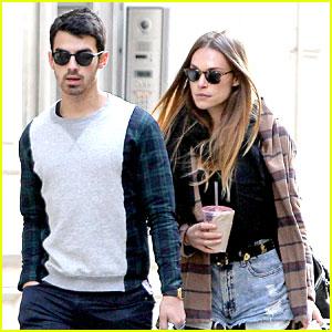 Joe Jonas & Blanda Eggenschwiler: NYC Stroll After Jonas Brothers Break Up Announcement