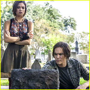 Tyler Blackburn: 'Ravenswood' Premieres Tonight!