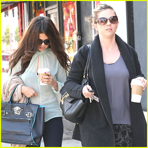 Selena Gomez: Coffee Run with Mom Mandy