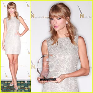 Taylor Swift: Artist of the Year Award Winner!
