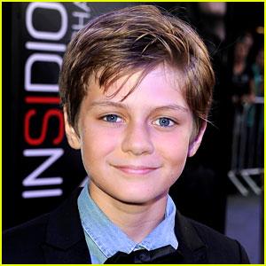 Ty Simpkins Lands 'Jurassic World' Lead!