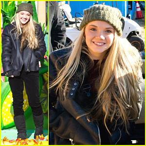 Danielle Bradbery: Philly Parade 2013!