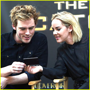 Jena Malone & Sam Claflin: 'Catching Fire' Fan Event