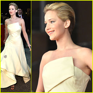 Jennifer Lawrence Premieres 'Catching Fire' in Rome; Will Produce 'The Glass Castle'