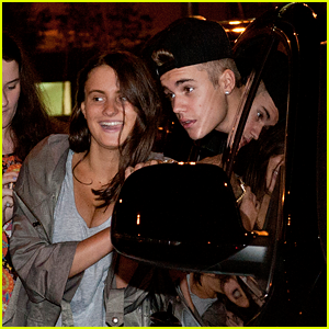 Justin Bieber: Fan Friendly Brisbane Arrival!
