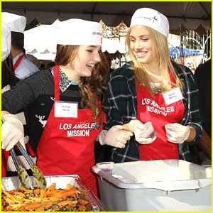 Kaitlyn Dever & Gracie Dzienny: LA Mission's Thanksgiving Lunch 2013