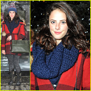Kaya Scodelario Skates with Coach