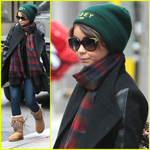 Sarah Hyland & Barkley: Big Apple Walk