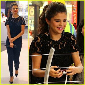 Selena Gomez: Verzion Destination Store Stop!