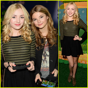 Stefanie Scott & Peyton List: Super Mario 3D World Happy Holi-Games Spectacular