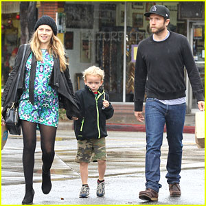 Teresa Palmer: Store Run with Mark & Isaac