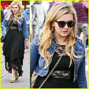 Abigail Breslin: Holiday Shopping at the Grove
