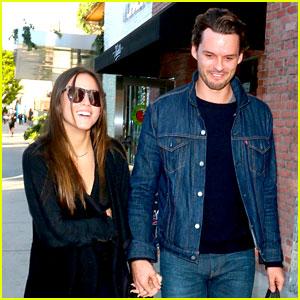 Chloe Bennet & Austin Nichols: Hand-Holding Couple!