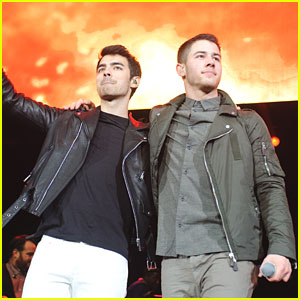 Nick & Joe Jonas: B96 Pepsi Jingle Bash 2013