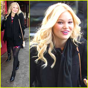 Olivia Holt: 5 Napkin Burger Lunch Stop