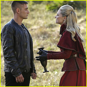 Emma Rigby: New 'Once Upon a Time in Wonderland' Tonight!