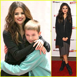 Selena Gomez: 106.1 KISS FM Jingle Ball in Seattle!