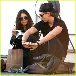 Vanessa Hudgens & Austin Butler: Curbside Lunch Lovers
